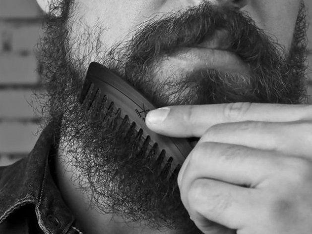 Comment lisser une barbe naturellement bouclée ?